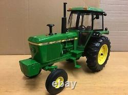 1/16 scale Ertl prestige collection John Deere 4240 Tractor Traktor tracteur