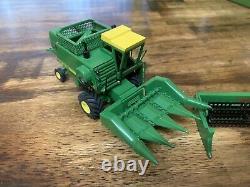 1/64 Custom John Deere 4400 Combine With Heads
