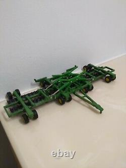 1/64 ERTL Farm Toy John Deere 1890 Air Seeder Drill
