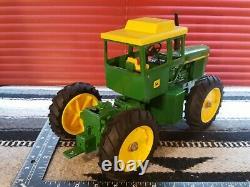 Ertl John Deere 7520 1/16 Diecast Farm Tractor Replica Collectible