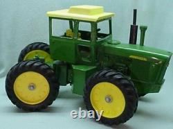 Ertl John Deere toy tractor 7520 4 wheel drive 1971