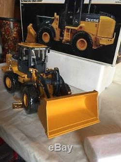 Ertl Precision Construction 116 John Deere Model 544J Wheel Loader Tractor