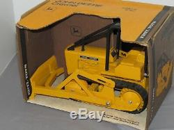John Deere 450 Crawler Dozer Tractor Toy Ertl 1/16th New Box OLDER Yellow Brown