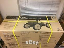 John Deere 7020 4WD pedal tractor TBE45168 Unopened box