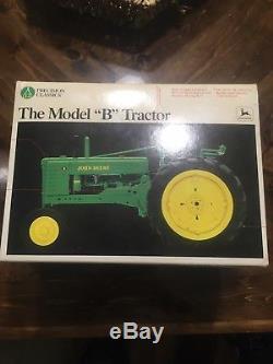 Precision Classics No. 12 John Deere Model B Tractor 116 Ertl Collectibles