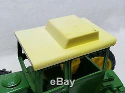 Vintage 1/16 scale Ertl John Deere 7520 without Air Cleaner Tractor 1-Hole RARE