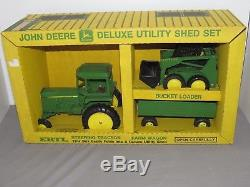 Vintage John Deere Deluxe Farm Shed Set 4450 Tractor Skid Steer Wagon Ertl 1/16